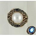 Золотое кольцо с жемчугом и сапфирами